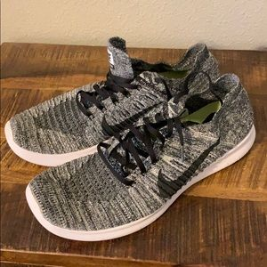 Nike free flyknit men's size 13 like new